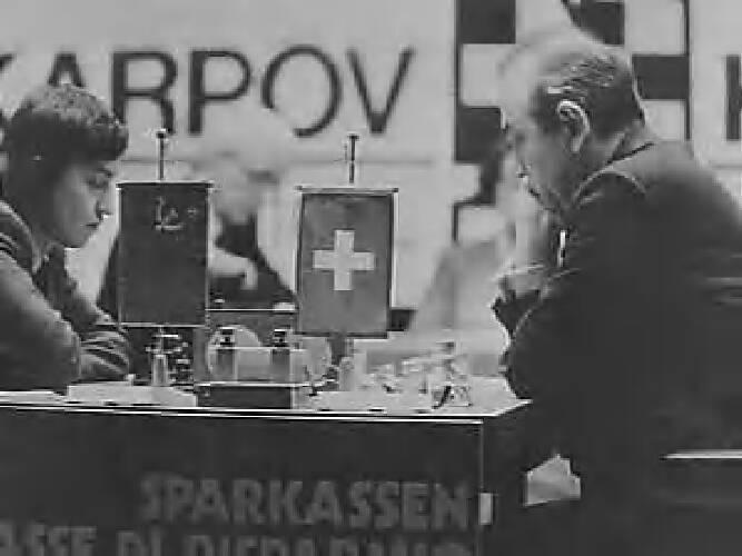 Titelhouder Karpov (USSR, links) en zijn uitdager Kortsjnoj