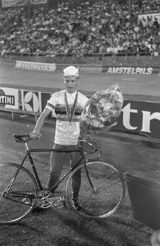 Wereldkampioensch. wielrennen op de weg, Ottenbros bij fiets